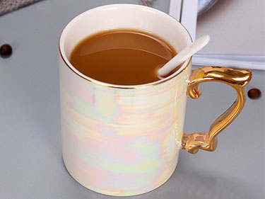 Cheap white pearl glazed ceramic coffee mugs with gold handle china manufacturers